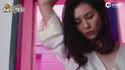"""视频:刘雯首次缺席时装周正常""""营业"""" 素颜捂脸娇俏气质佳"""