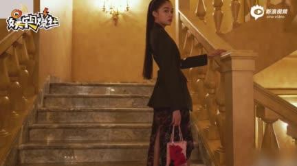 视频:关晓彤穿男友风衬衫大秀美腿素颜包裹严实颜值气质在线