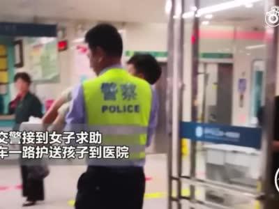 急急急! 上海快三的开奖号码_男孩右脚拇指断掉 危急时刻警车变救护车开辟生命通道