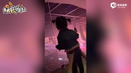 视频:方媛带大女儿看郭富城演唱会 萌娃学爸爸跳舞侧脸乖巧