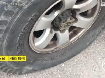 网上彩票娱乐排行_郑州两辆汽车被放瘪八个轮胎 千万别这么停车