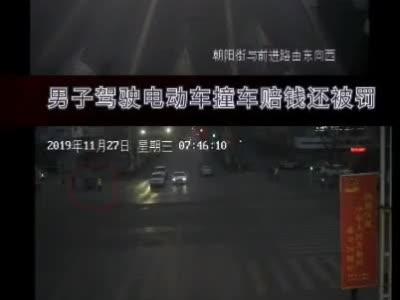 大武口交巡警劝他不到20秒,他撞车赔几千元还被处罚