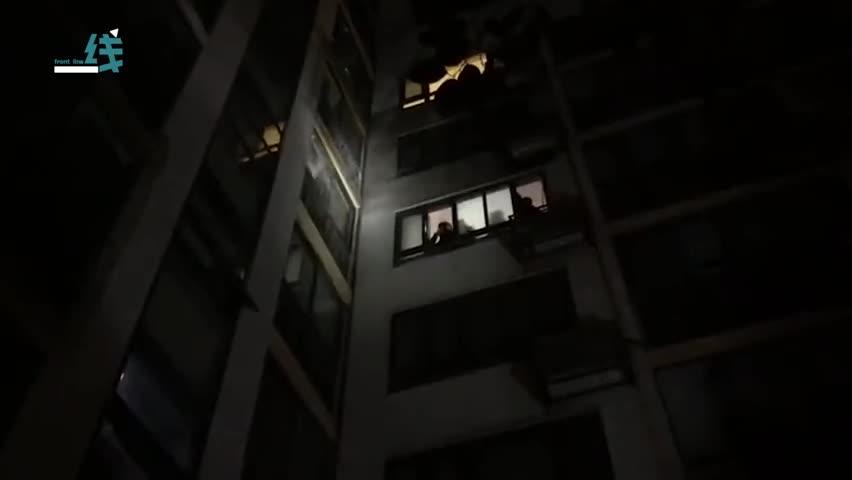 视频|夫妻吵架砸掉燃气表:一家五口吓得锁门就走