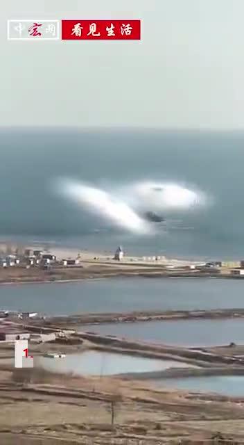视频:海面突然冒出未知白色雾团 巨大如龙腾飞而起