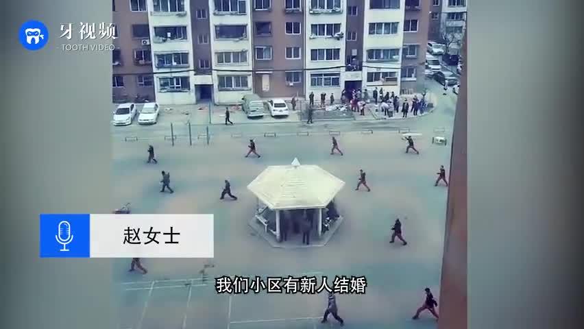 视频:一群大叔抽鞭子代替鞭炮迎亲 场面震撼响声震