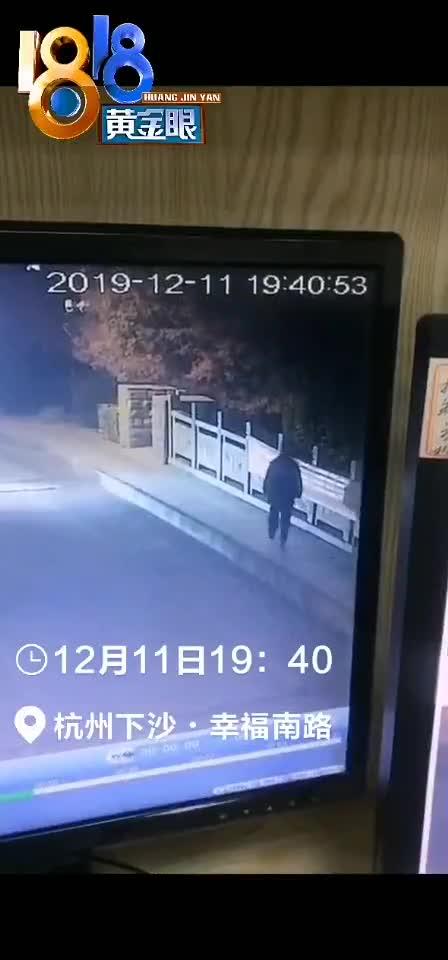 监控视频:女孩跳河90后小伙下水救人 两人均不幸