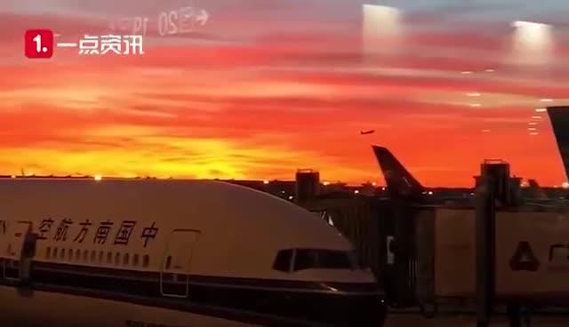 视频-清晨第一束灿烂美好的光!北京上空出现连片彩