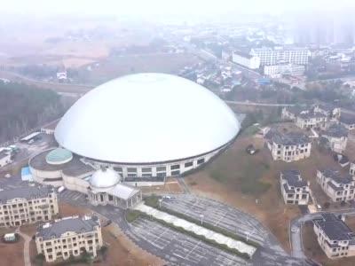 安徽有一个亚洲最大的室内泡温泉的地方和一个足球场差不多大_1577151813376.mp4