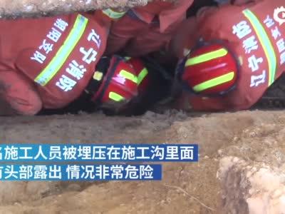消防员身体挡落石徒手挖泥救人