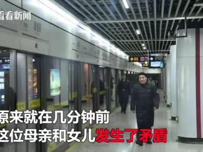 视频|妈妈辅导作业气到崩溃 将女儿扔在地铁站不要了