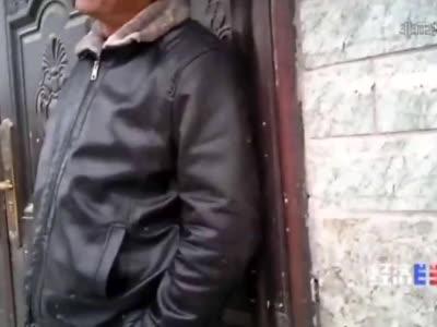 央视记者暗访安徽阜阳厕改乱象 被村干部抢夺手机
