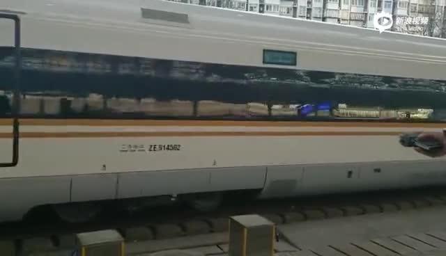 视频 30日京张高铁首趟列车始发 崇礼铁路同步开通