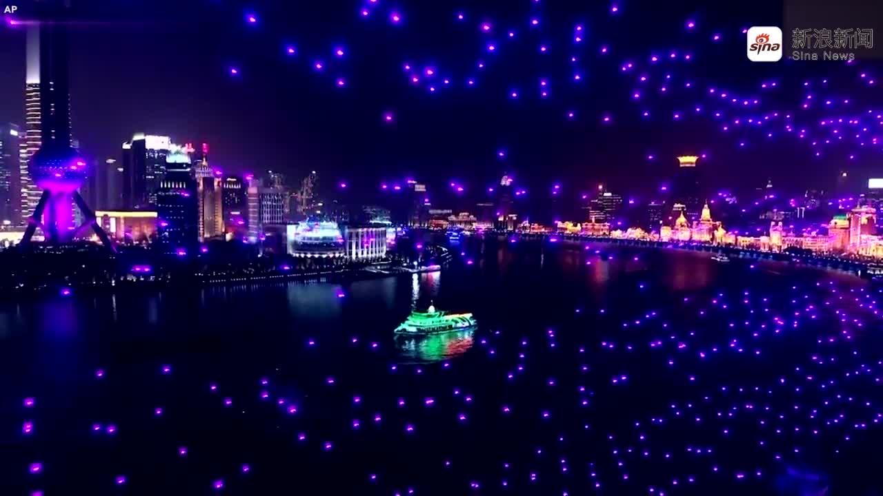 视频-上海外滩跨年夜:2000架无人机灯光秀倒计