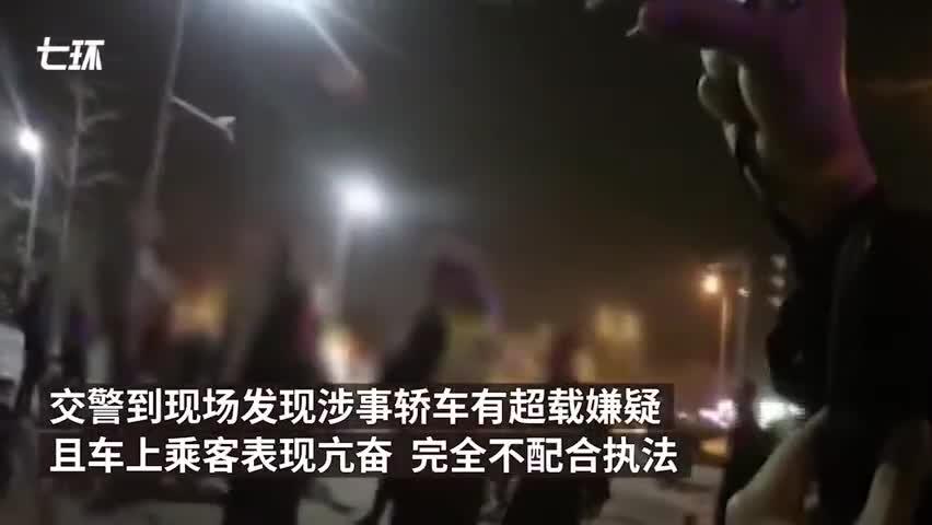 视频-广东交警查酒驾手机被乘客偷:偷手机乘客还向