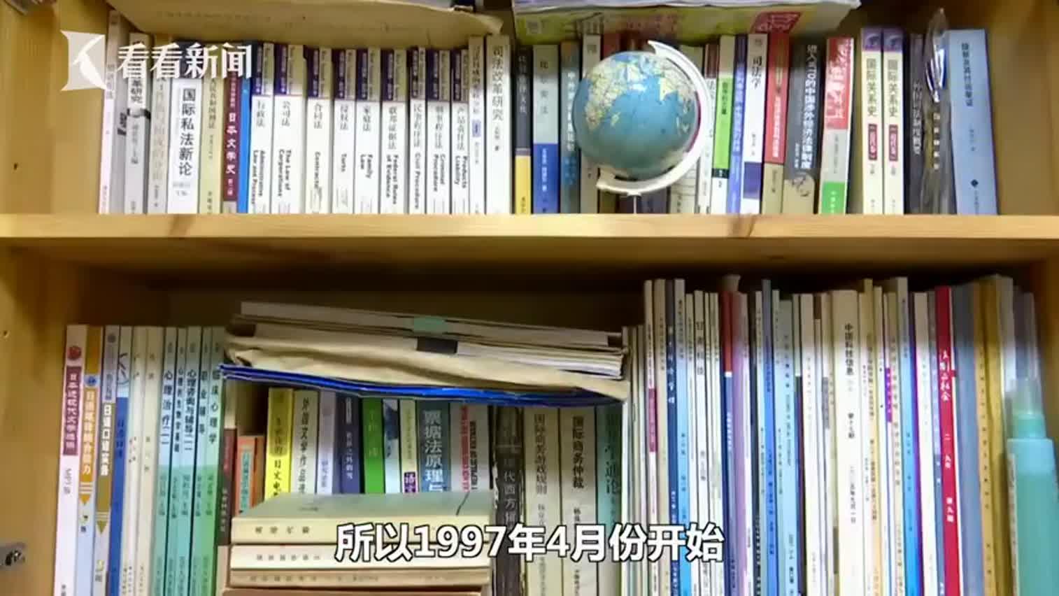 视频-博士自考再获九张文凭 自己喜欢就去学