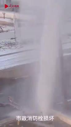 视频-消防员零下20度修消火栓:冻得双手通红全身