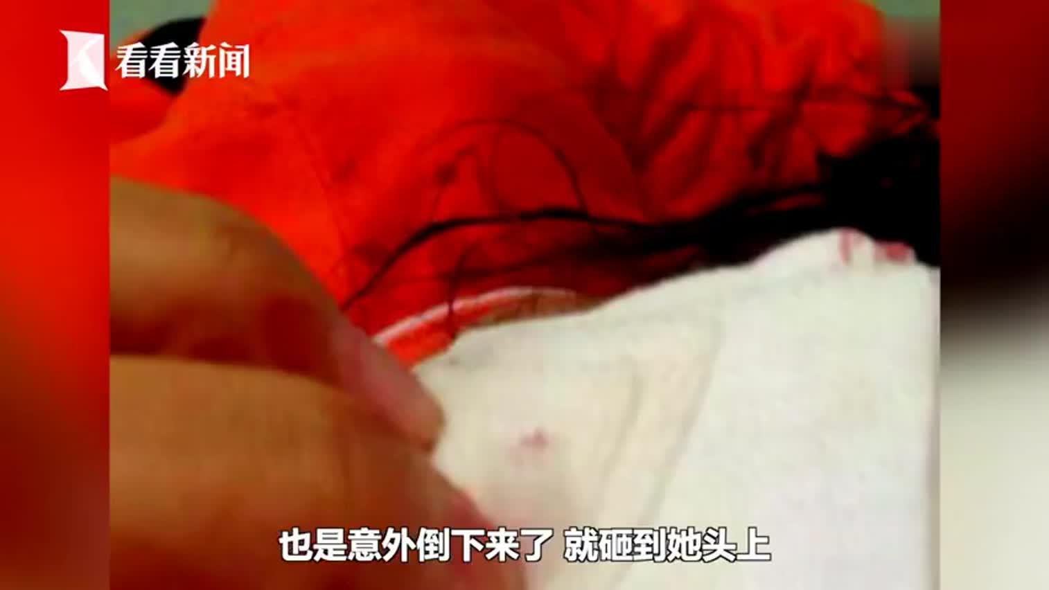 视频-女童拉倒栏杆被砸破头 母亲:医院布置不当要