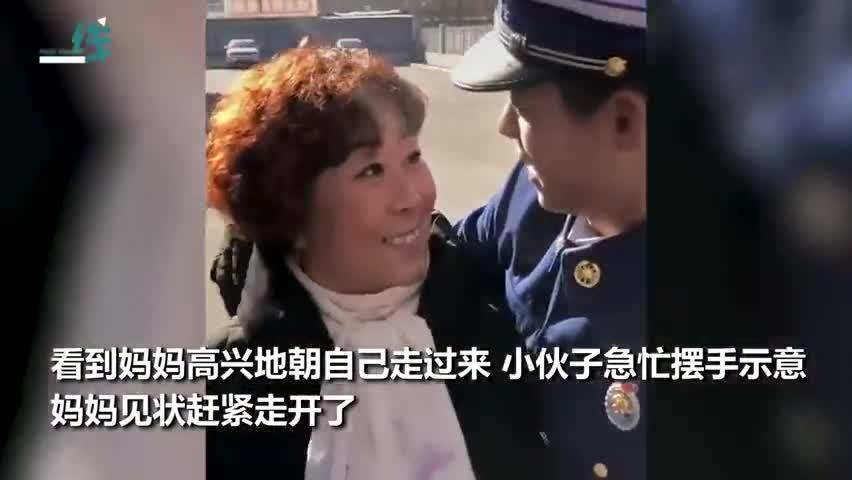视频-妈妈来消防队探亲:18岁新消防员正站岗 手