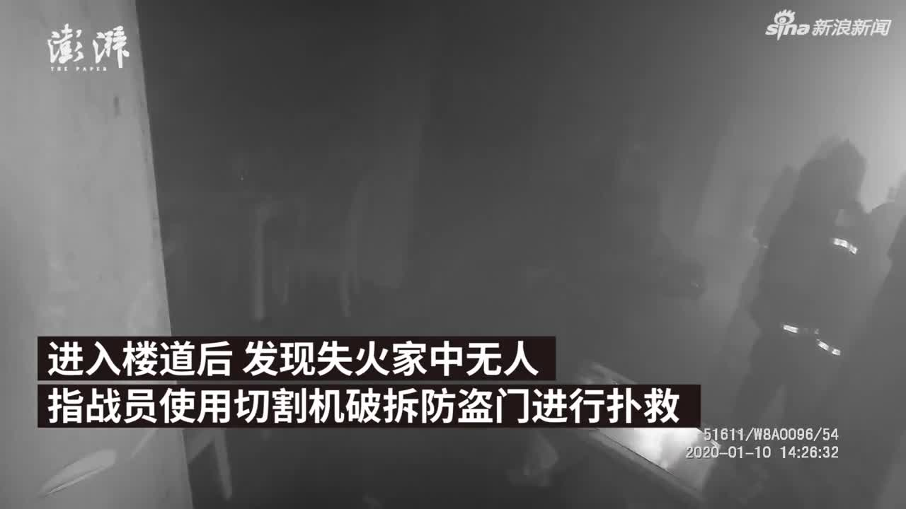 """视频-""""熊孩子""""玩鞭炮 自家房屋被烧尽"""