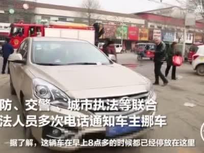 """私家车堵占消防通道被拖车并罚款,""""厉害""""车主:拖走,车不要了"""