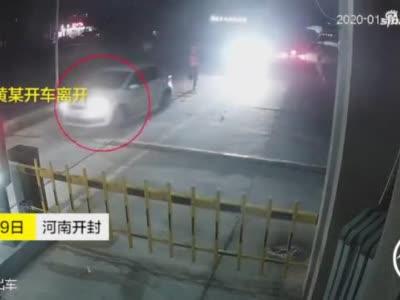 司机醉驾被查,乘客趁机溜走结果悲剧了