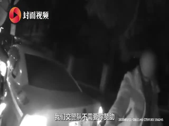 视频-男子酒驾撒酒疯欲赞助警局买警车 还要给民警