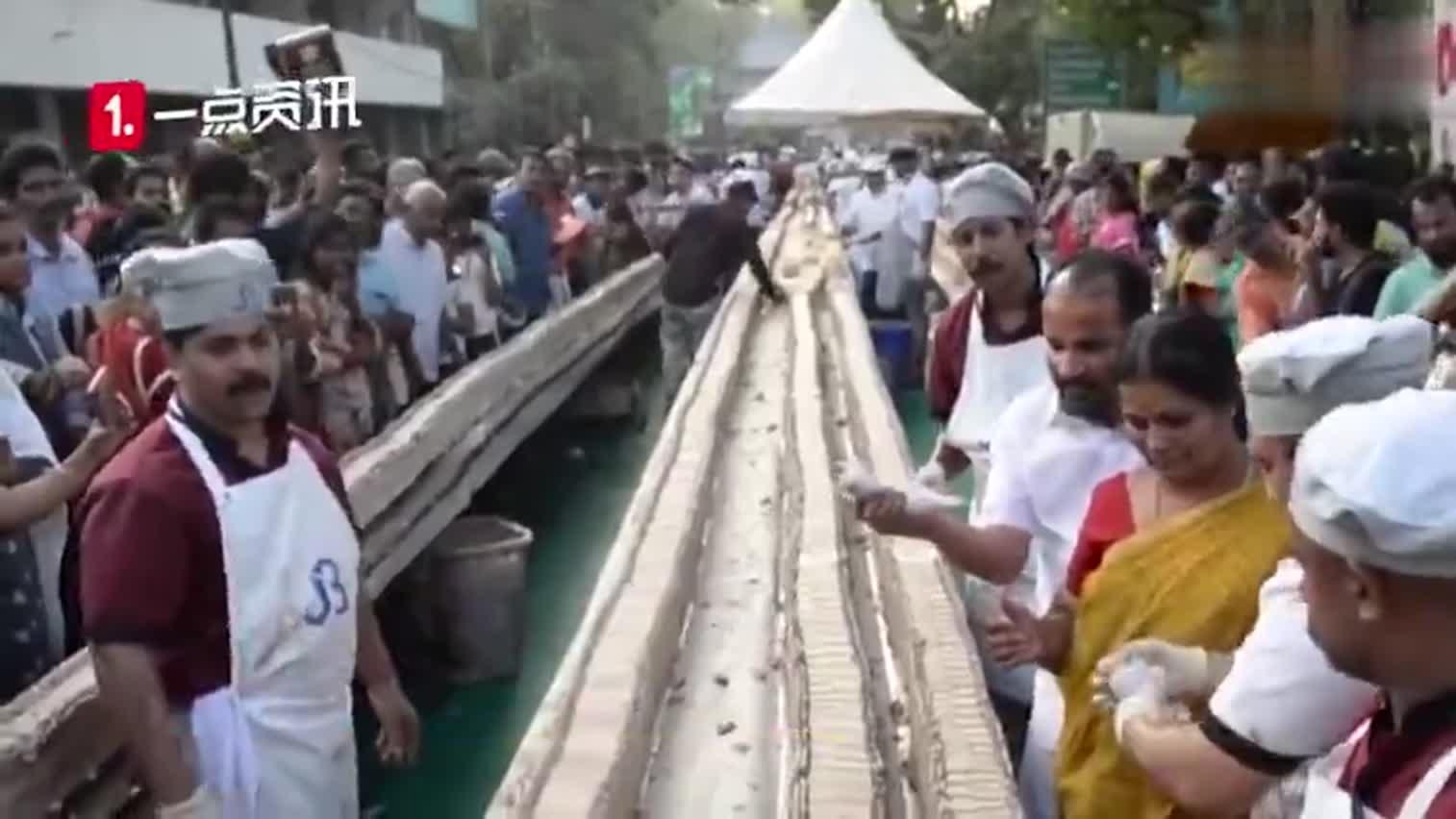视频-印度打造世界最长蛋糕 长达6500米