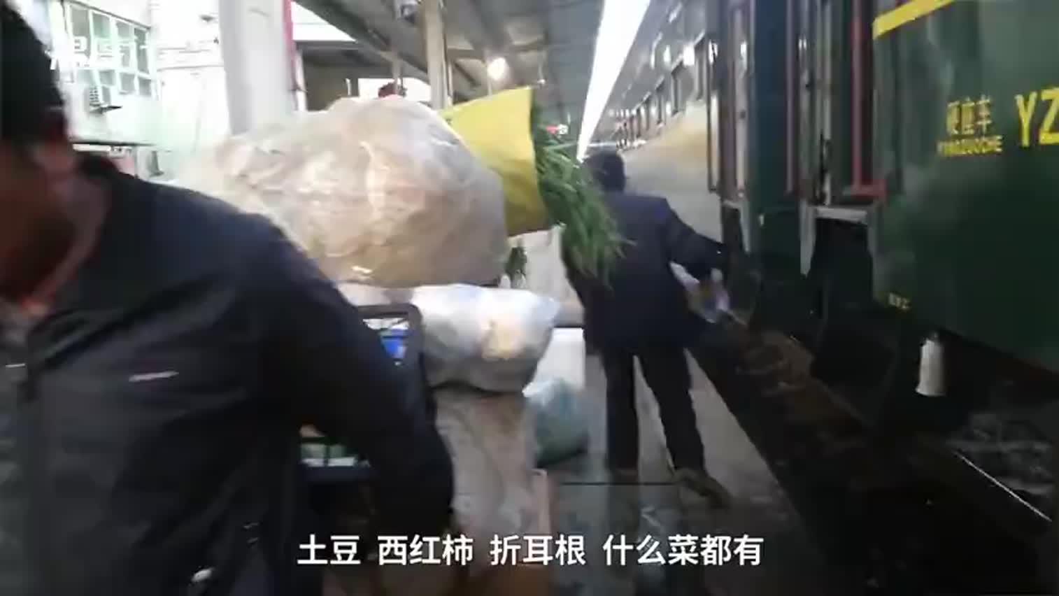 视频-大凉山慢火车25年没涨价 可带猪羊上车