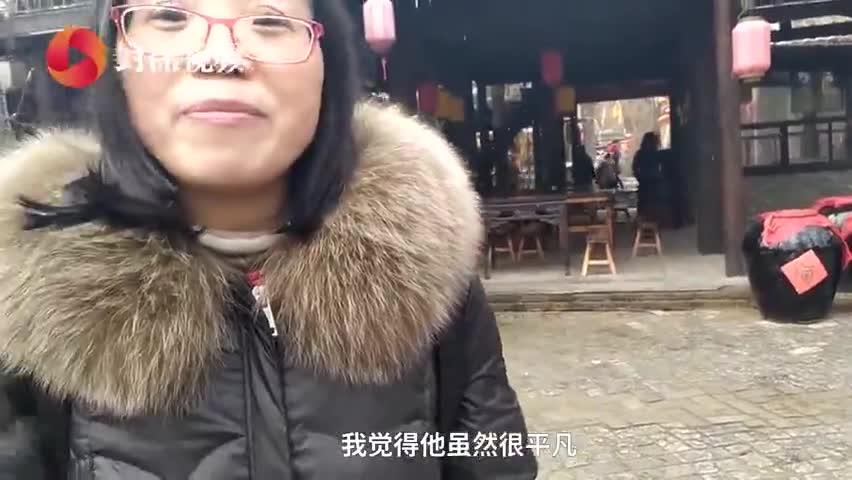 视频-大叔雪中扮铜人4小时纹丝不动:越逼真越能给