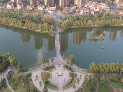 高空航拍蚌埠市美丽的张公湖公园湖上的景色原来那么美_1579317605388.mp4