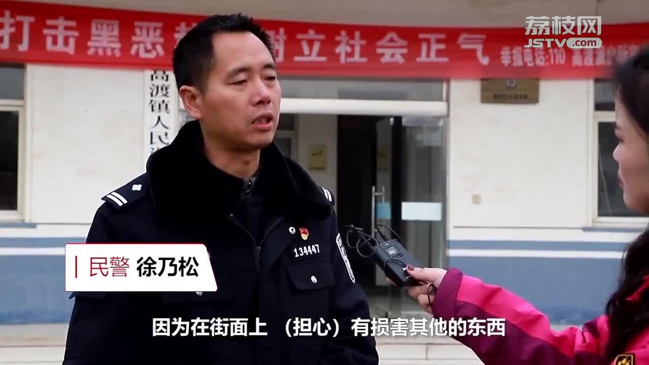 """视频:17头水牛集体""""越狱"""" 雨夜任性压马路"""