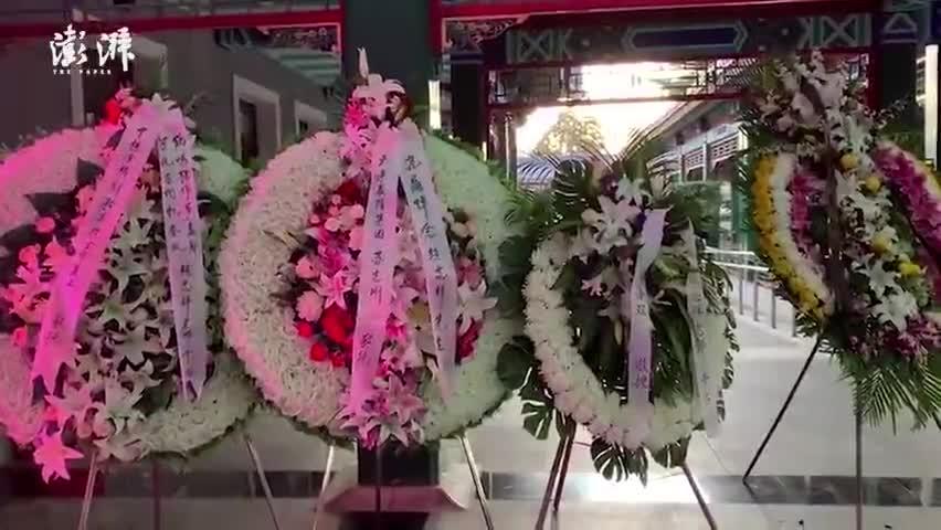 视频-赵忠祥遗体告别仪式举行 杨澜现身悼念