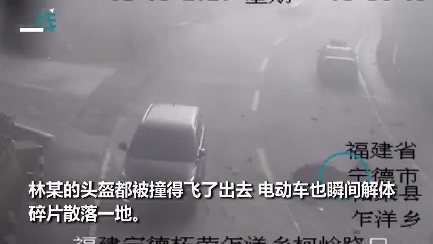 视频-惊险!转弯电车不让直行车辆被撞飞 腾空转2