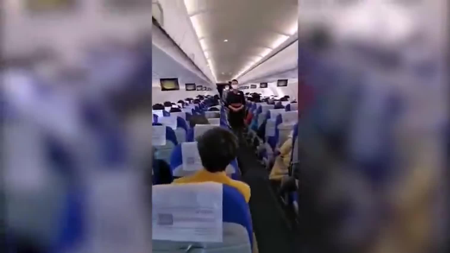 """视频:""""在你们平安回家时去接你们回家"""" 这次机舱"""