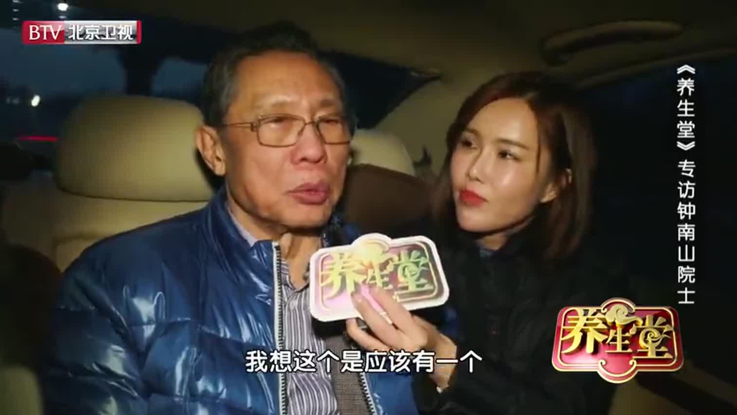 视频:钟南山在赶往北京机场的路上 接受记者专访回