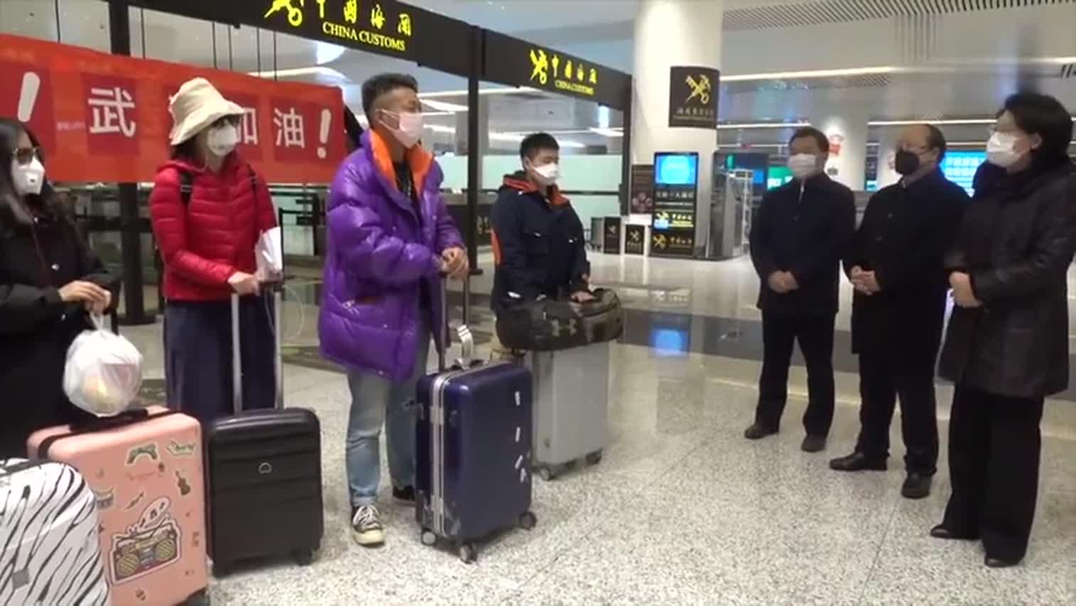 视频:首批200名湖北籍旅客乘包机平安返乡!