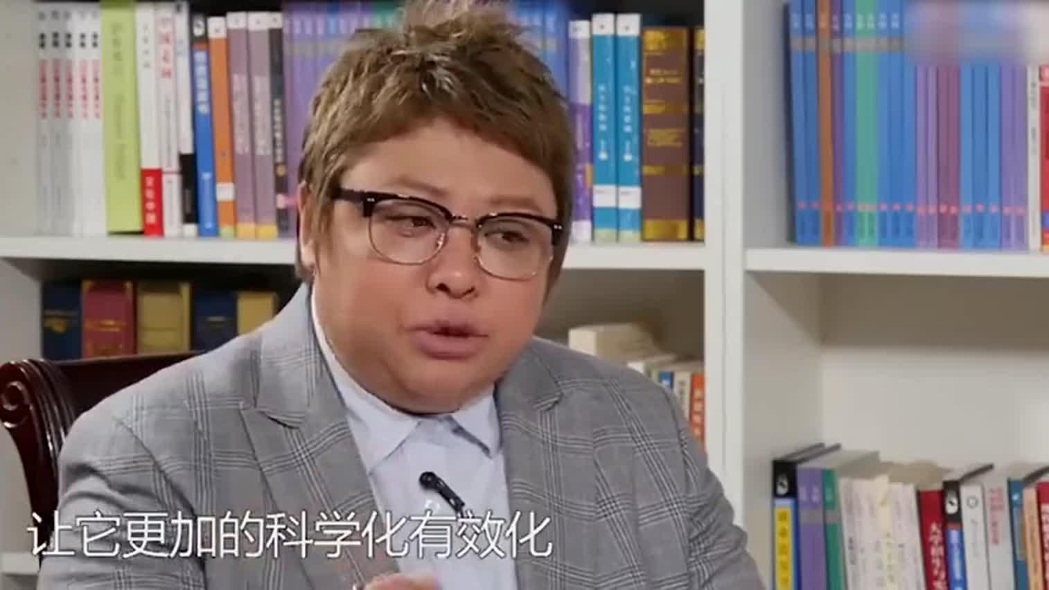 视频-韩红谈慈善:一包方便面都能公示 做不到干净