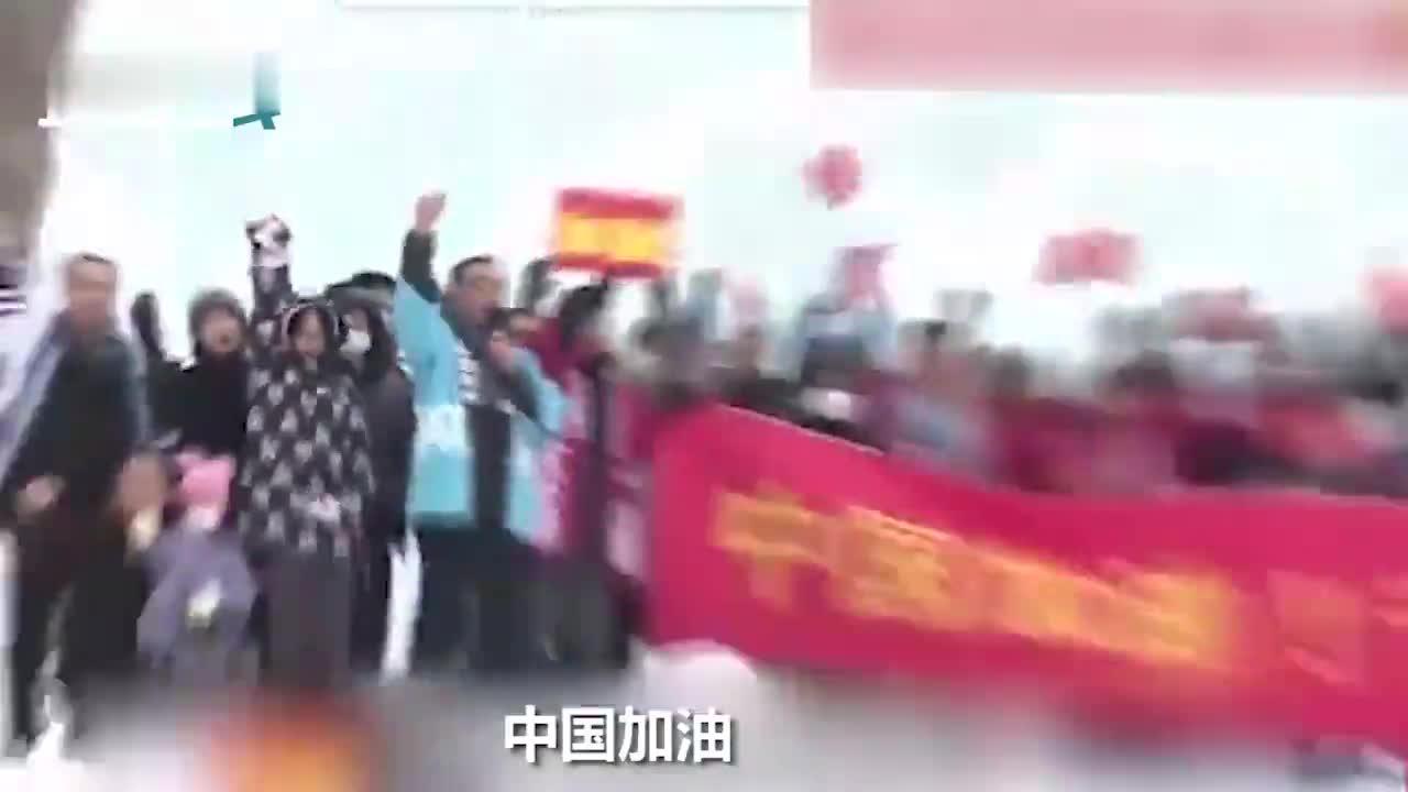 视频-日本民众雪地中为中国加油:地震时曾收到鼓励