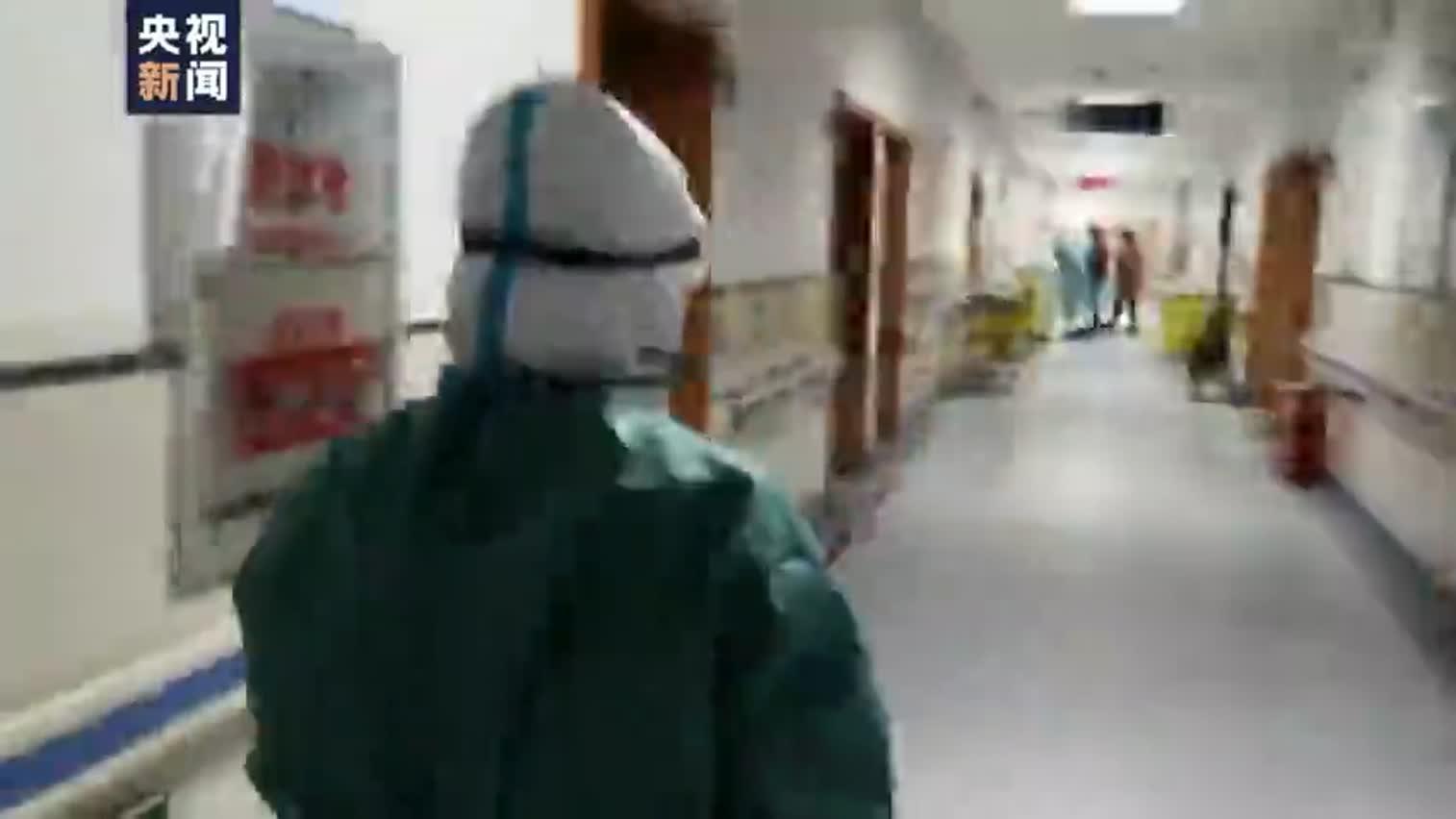视频|央视记者深入武汉医院隔离区采访