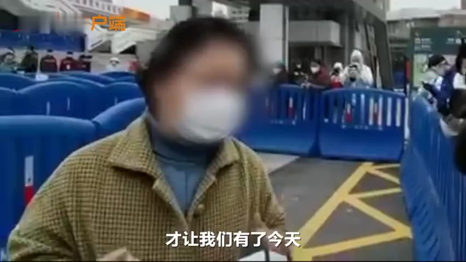 视频-方舱医院首批患者出院