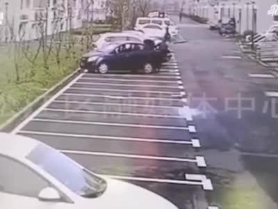 视频:为吃饺子 男子藏身汽车后备箱躲避防疫检查进小区