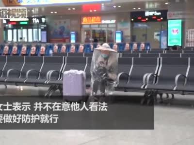 """广西火车站现防疫""""蒙面女侠"""" 全副武装返工"""