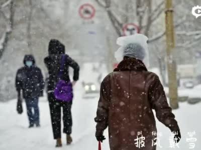 雪至,当城市面对暴雪防疫双重考验,别忘了那些为你在风雪中守候的人