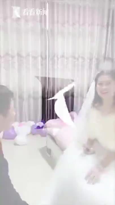 视频 新人疫情期间办在线婚礼 7万网友同时送上祝