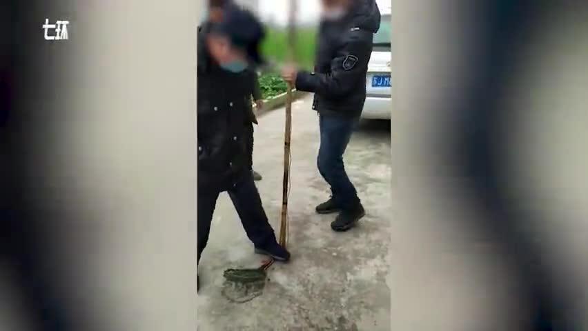 视频-两男子开船电鱼不戴口罩被罚:收缴作案工具捕