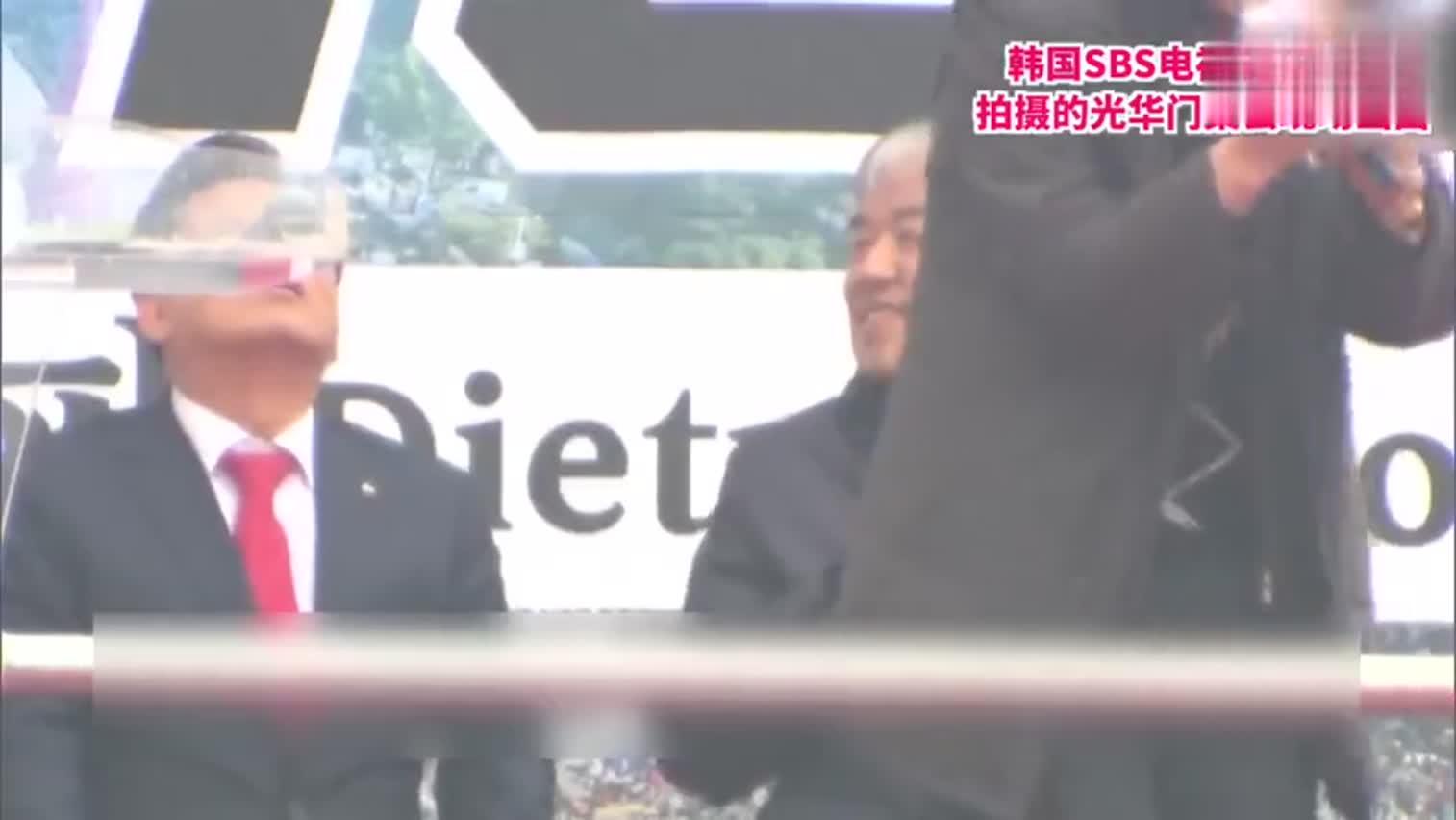 视频-韩国光化门集会如期举行 民众互相紧挨着参加