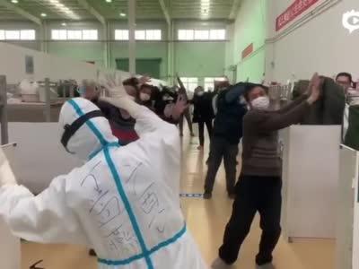广西壮医特色舞步1