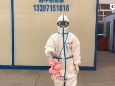 广西医疗队送出了壮药特色香囊