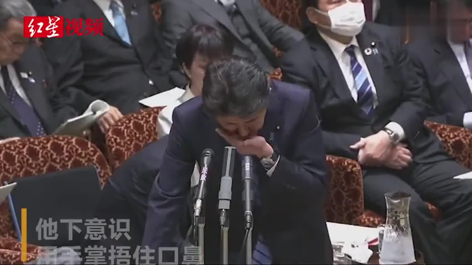 视频-安倍参议院发言 9秒咳3下