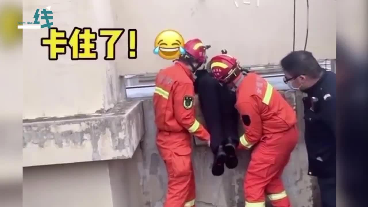视频-男子遇到难事欲跳楼被消防员成功劝说 谁想下